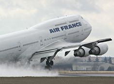 boeing_747-200_takeoff_water_splash.jpg 1,200×888 pixels