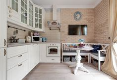 Și o locuință de bloc poate avea o atmosferă romantică, dar pentru a amenaja într-un stil ce presupune multe detalii este o muncă dificilă. De ce? Pentru că într-un spațiu mic trebuie să ai viziune…