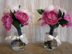 Beautiful bases for attendants' flowers