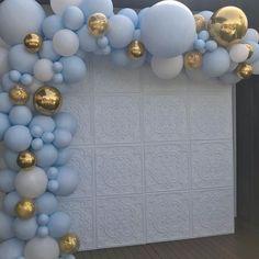No photo description available. Baby Boy Balloons, Gold Balloons, Baby Shower Balloons, Baby Shower Decorations For Boys, Boy Baby Shower Themes, Baby Boy Shower, Royalty Baby Shower Theme, Baby Shower Azul, Deco Ballon