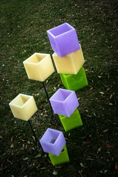 Fanales de cera. Se inserta una vela en su interior para iluminar el ambiente. Container, Interior, Wax, Indoor, Interiors
