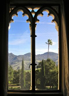 California's Hearst Castle is actually a state park, and it's not to be missed. Check out some tips for visiting! #california #travel #parks