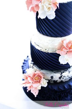 35 Wedding Cake Inspiration with Chic Classy Design Details: http://www.modwedding.com/2014/10/22/35-wedding-cake-inspiration-chic-classy-design-details/ Featured Wedding Cake: Bella Cupcakes