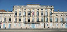 Mairie de Mâcon située dans l'Hôtel de Montrevel (xviiie siècle) Vue depuis l'esplanade Lamartine.