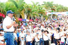 Norman Quijano futuro presidente de El Salvador durante su visita a Corinto, Morazán.
