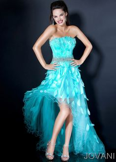 I wish I was still in high school because this would be an amazing prom dress