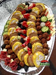 12510366_968510129907001_2397292757629149368_n Fruit Salad, Cobb Salad, Party Platters, Romanian Food, Appetizers For Party, Party Appetisers, Food Design, Queso, Sushi