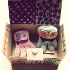 Handschuhmonster im Eigenheim / Glove monsters in portable home / Upcycling