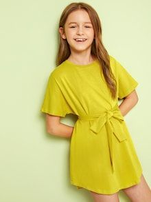 To find out about the Girls Solid Belted T-shirt Dress at SHEIN, part of our latest Girls Dresses ready to shop online today! Smock Dress, Tee Dress, Belted Dress, Types Of Sleeves, Dresses With Sleeves, Cute Young Girl, Cute Girl Outfits, How To Roll Sleeves, Little Girl Fashion