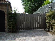 houten tuinpoort met open beplanking