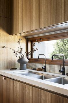 Cantilever sink and window Stewart St Kitchen Interior, New Kitchen, Kitchen Decor, Eclectic Kitchen, Interior Livingroom, Interior Desing, Interior Architecture, Interior Paint, Interior Lighting