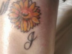 Side Tattoos, Small Tattoos, Neck Tattoos, Party Food Themes, Casino Theme Parties, Small Sunflower, Sunflower Tattoos, Party Fashion, Tattoos For Women