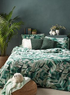 Luxury Bedding Sets For Less Nature Theme Bedrooms, Safari Theme Bedroom, Jungle Theme Rooms, Jungle Bedroom, Boho Bedroom Decor, Bedroom Themes, Bedroom Green, Green Rooms, Green Duvet Covers