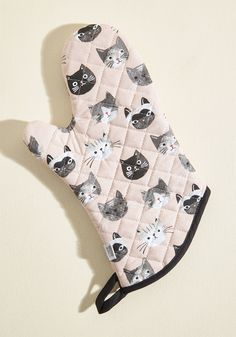 This cotton oven mitt affords you every feline-friendly compliment imaginable! 'Fur' sure the most adorable addition to your kitchen, this pink piece is...