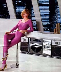 With a both sides vertical record player in it 🔈🔉🔊😍 … Sharp 1981 … Audio Vintage, Vintage Records, Radios, Vintage Advertisements, Vintage Ads, 80s Fashion, Vintage Fashion, Old Computers, Record Players