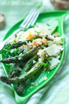 Sałatka ze szparagami - Przepis Salad Recipes, Vegan Recipes, Vegan Food, Seaweed Salad, Asparagus, Green Beans, Salads, Favorite Recipes, Fruit