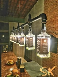 Lustre Industrial de garrafas Jack Daniel's Mais for his man cave Kitchen Lighting Fixtures, Light Fixtures, Kitchen Chandelier, Chandelier Ideas, Lustre Industrial, Industrial Style, Kitchen Industrial, Industrial Lighting, Industrial Closet