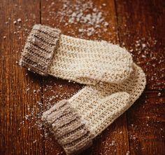 Ravelry: Knit-look Mittens pattern by Mon Petit Violon Crochet Baby Mittens, Crochet Mittens Pattern, Crochet Baby Blanket Beginner, Knit Mittens, Crochet Hooks, Knitting Patterns, Crochet Patterns, Crochet Ideas, Crochet Unique