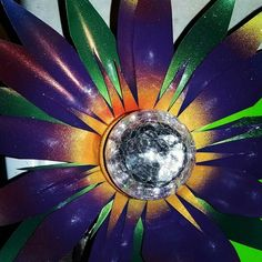 These flower solar lights just keep getting better everytime! Beautiful yard decorations... and the ultimate in upcycled garden art! Beautiful metal flower solar lights from gardendreamsdecor.com