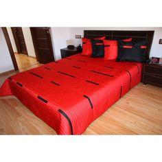 Přehoz na postel sytě červené barvy s černými pruhy - dumdekorace.cz