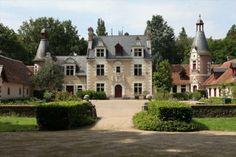 Au cœur de la Sologne viticole, le plus petit des châteaux historiques de la Loire, patrimoine mondiale de UNESCO, inscrit en totalité (château, dépendances, parc) a l'Inventaire supplémentaires des monuments historiques de France (ISMH). Origine 1450, riches décorations des XVIe et XVIIe du Val de Loire