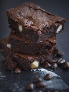 Chocolate Brownies without Chocolate? - My Easy Cooking I Kid You Not, Chocolate Brownies, Brownie Recipes, Meals For One, Easy Cooking, Cravings, Desserts, Food, Chocolate Chip Brownies