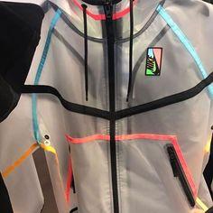 Clear see-through Nike windbreaker jacket hoodie Nike Outfits, Fall Outfits, Casual Outfits, Teen Fashion, Fashion Outfits, Womens Fashion, Nike Fashion, Mode Streetwear, Fashion Killa