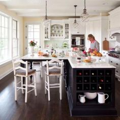 L Shaped Kitchen inspiration for your beloved home. L Shaped Kitchen with Island, and much more in this article to make your home beauty Kitchen Island Table, Modern Kitchen Island, Kitchen Island With Seating, Kitchen Tops, New Kitchen, Kitchen Islands, Kitchen Interior, Island Bench, Kitchen Black