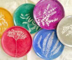 Vajillas pintadas a mano Ceramics Projects, Fun Crafts For Kids, Watercolor Art, Decorative Plates, Tableware, Planters, Boho, Home Decor, Dishes
