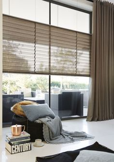 Pleated blinds and window decorations - 34 fresh ideas for windows - Gardinen Home Curtains, Curtains With Blinds, Traditional Interior, Modern Interior, Brown Curtains, Style Deco, Custom Drapes, Curtain Styles, Curtain Ideas