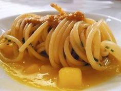 Gli Spaghetti di Gragnano Pastificio dei Campi, tè nero Lapsang Souchong, patate allo zafferano e ricci di mare di Eugenio Boer, chef di Enocratia a Milano