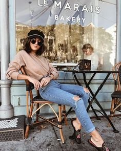 college outfits Mondays are for coffee meetings and croissants Fashion Photography Poses, Fashion Poses, Fashion Shoot, Style Fashion, Coffee Shop Photography, Look Office, Instagram Pose, Insta Photo Ideas, Jeans Denim