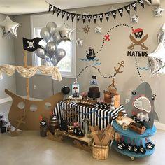 Artesanato com papelão: 60 ideias criativas para tentar em casa Pirate Halloween Decorations, Decoration Pirate, Birthday Decorations, Deco Pirate, Pirate Theme, Pirate Food, First Birthday Parties, Birthday Party Themes, Peter Pan Party