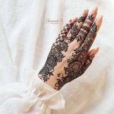 Searching for stylish mehndi designs for the party that look gorgeous? Stylish Mehndi Design is the best mehndi design for any func. Finger Henna Designs, Arabic Henna Designs, Stylish Mehndi Designs, Mehndi Design Photos, Mehndi Designs For Fingers, Beautiful Mehndi Design, Latest Mehndi Designs, Mehndi Designs For Hands, Designs Mehndi