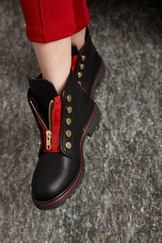 Quis Quis Winter 2015 black leather boots with red zip #christmas #red #quisquis #FW15 #fall #winter #fallwinter2015 #childrens #kids #childrenswear #kidswear #kidsfashion #girls #boys