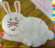 era Tapete Infantil de Crochê em Formato de Coelho com Gráfico-Amor por Art em Crochê