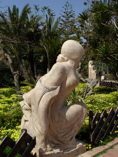 El Majuelo, a pretty botanical garden with subtropical plants & trees in Almuñecar. Granada Andalucia, Beautiful Park, Trees To Plant, Botanical Gardens, Garden Sculpture, Places To Visit, Pretty, Outdoor Decor, Plants