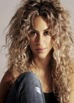 Hairstyles Medium Blonde Wavy Do Slight Curls Hairstyles With - curly hairstyles blonde curly hairstyles curls Thin Curly Hair, Blonde Curly Hair, Long Curly, Permed Hairstyles, Straight Hairstyles, Hairstyles Men, Medium Hair Styles, Curly Hair Styles, Shakira Hair