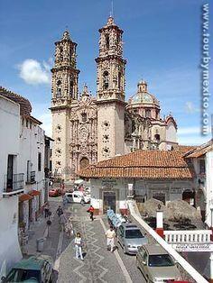 Santa Prisca parish in Taxco de Alarcon, Guerrero, Mexico - Tour By Mexico ®️️  http://www.tourbymexico.com/guerrero/taxco/taxco.htm