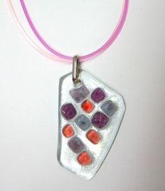 vidro texturado  incolor /  lilás / rosa salmão  torçal de silicone lilás/rosa - 45 cm c/ extensor  gema de vidro 3 x 4 cm apx    MAIS BIJUTERIAS DE VIDRO EM : http://www.elo7.com.br/glassbijoux/ R$27,00