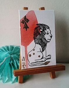 NOUVEAU- Tableau Peinture bretonne graphique **Lion majestueux ** rouge pastel or : Peintures par milid