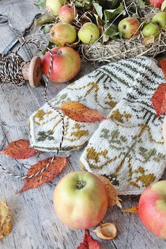 Keep it Autumn Autumn Rain, Autumn Cozy, Autumn Leaves, Harvest Time, Fall Harvest, Harvest Season, Vibeke Design, Hello Autumn, Autumn Girl
