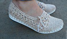 Zapatos blancos Crochet Boot Cuffs, Crochet Boots, Crochet Collar, Crochet Baby, Filet Crochet, Crochet Shawl, Knit Crochet, Crotchet, Crochet Shoes Pattern