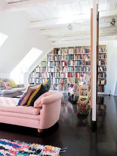 Copenhagen: Family house Colourful Living Room, Living Room Colors, Home Living Room, Living Area, Nat Et Nature, Pink Couch, Home Libraries, Home Interior, Interior Design