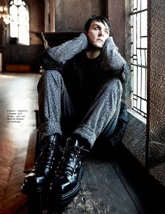 Male Fashion Trends: Robin Lord Taylor para Visual Tales Magazine No. 15
