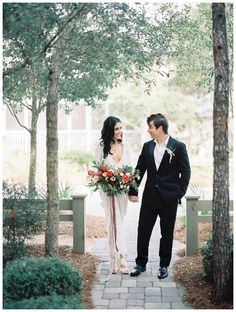 Autumn bride and groom. Bride's dress by Stone Cold Fox, florals by Zimmerman. Image by Lauren Kinsey.