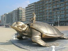 @ Nieuwpoort-bad: Schildpad van Jan Fabre