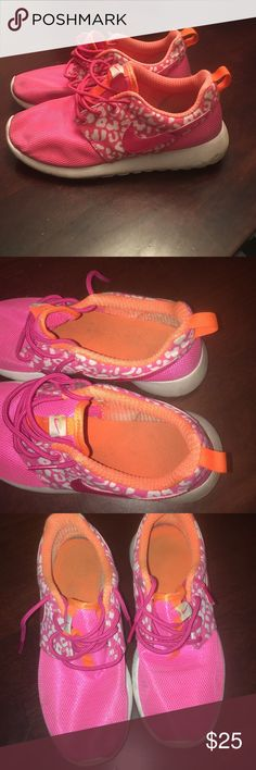Nike Roshe Just need to be cleaned in really good condition Nike Shoes Sneakers