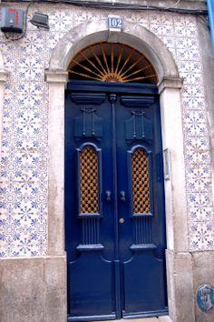 Lisbona . Doors