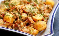 Młode ziemniaki z kurkami w lekkim sosie musztardowym